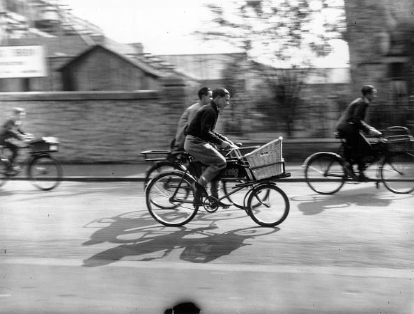 Fred Morley「Errand Boy Racers」:写真・画像(7)[壁紙.com]