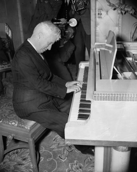 Musical instrument「His Musical Career」:写真・画像(16)[壁紙.com]