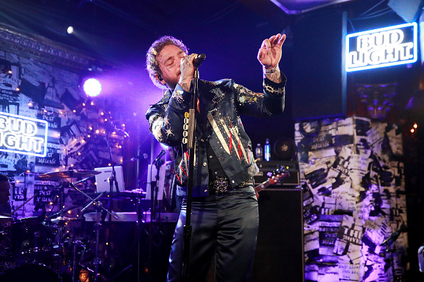 Bud「Post Malone Backed By Sublime With Rome Headlines Bud Light's Dive Bar Tour In New York City」:写真・画像(9)[壁紙.com]