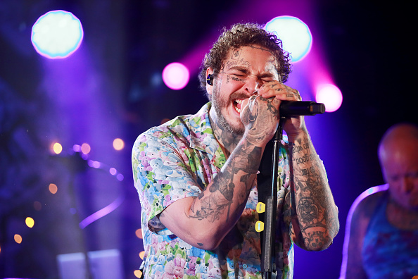 Post Malone「Post Malone Backed By Sublime With Rome Headlines Bud Light's Dive Bar Tour In New York City」:写真・画像(6)[壁紙.com]