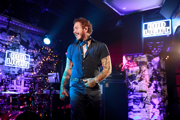 Post Malone「Post Malone Backed By Sublime With Rome Headlines Bud Light's Dive Bar Tour In New York City」:写真・画像(12)[壁紙.com]