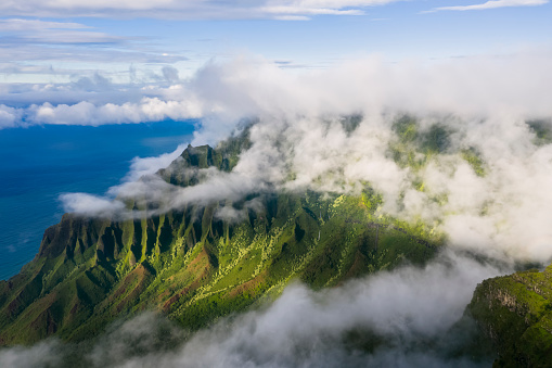Hawaii Islands「USA, Hawaii, Koke'e State Park, View to Kalalau Valley and clouds」:スマホ壁紙(7)