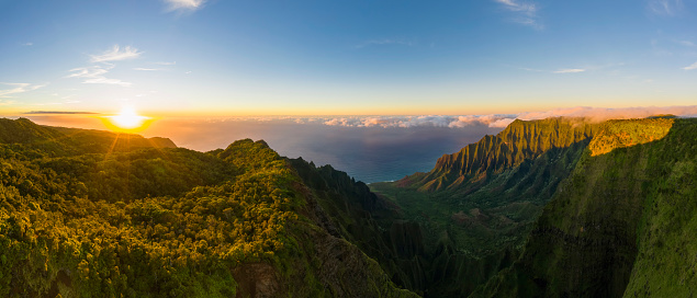 Kalalau Valley「USA, Hawaii, Koke'e State Park, Koke'e State Park, Aerial view of Kalalau Valley」:スマホ壁紙(5)