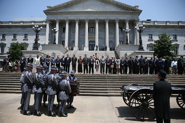 2015 Emanuel AME Church Charleston Shootings「Charleston Church Shooting Victim Sen. Pinckney Lies In Repose At South Carolina Capitol」:写真・画像(17)[壁紙.com]