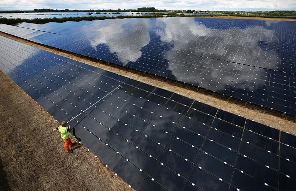 Farm「Cleaning Takes Place At Landmead Solar Farm」:写真・画像(10)[壁紙.com]