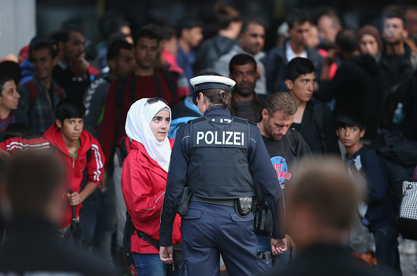 Germany「Migrants Arrive In Germany Following Ordeal In Hungary」:写真・画像(10)[壁紙.com]