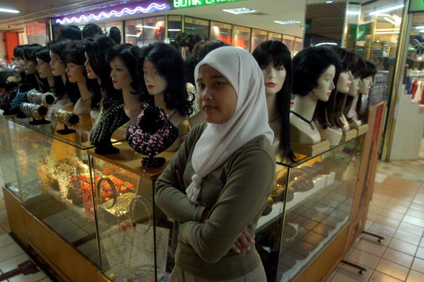 Asian and Indian Ethnicities「Wig Counter In Jakarta」:写真・画像(17)[壁紙.com]