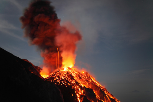 Lava「May 10, 2009 - Stromboli eruption, Aeolian Islands, north of Sicily, Italy.」:スマホ壁紙(5)