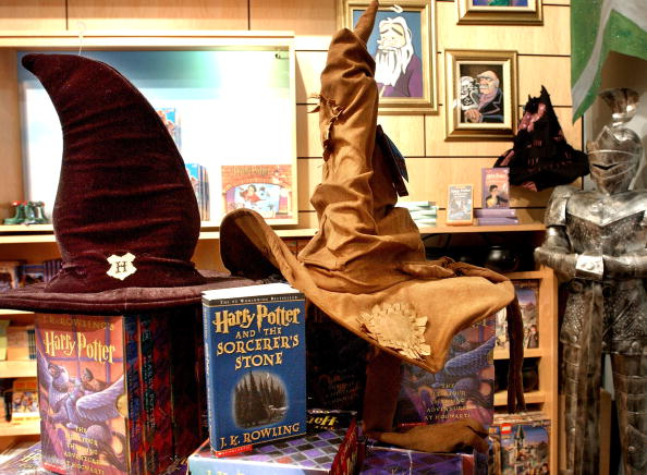 Hat「Harry Potter Merchandise For New Book」:写真・画像(17)[壁紙.com]