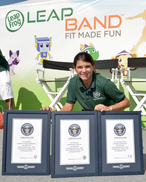 Women's Soccer「Mia Hamm And LeapFrog Attempt To Become GUINNESS WORLD RECORDS Record Holders In Celebration Of The launch Of The New LeapBand Activity Tracker For Kids At The First-Ever Fit Made Fun Day」:写真・画像(2)[壁紙.com]
