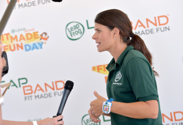 Women's Soccer「Mia Hamm And LeapFrog Attempt To Become GUINNESS WORLD RECORDS Record Holders In Celebration Of The launch Of The New LeapBand Activity Tracker For Kids At The First-Ever Fit Made Fun Day」:写真・画像(8)[壁紙.com]