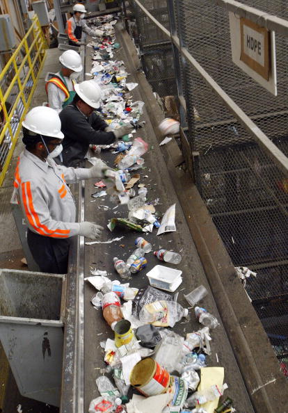 Recycling「San Francisco Waste Management Firm Uses Cutting Edge Recycling Facility」:写真・画像(10)[壁紙.com]