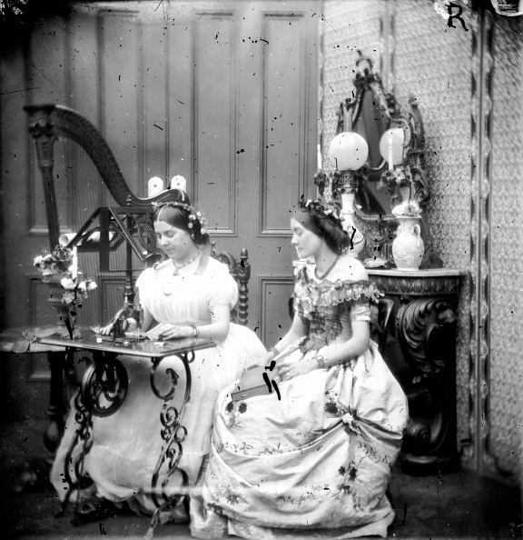 Sewing Machine「Sewing Sisters」:写真・画像(15)[壁紙.com]