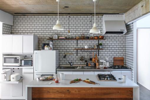 Japan「Domestic Kitchen and Light Breakfast Preparation」:スマホ壁紙(1)