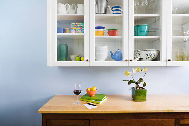 Domestic Kitchen Counter Top and Cabinet Display of Neat Organization:スマホ壁紙(壁紙.com)