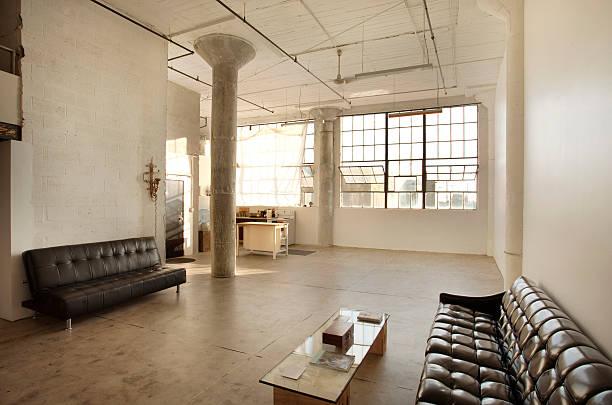 Sofas in living room of loft:スマホ壁紙(壁紙.com)