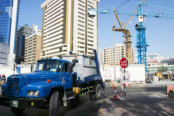 Construction Site「Cranes and truck in downtown Abu Dhabi.」:写真・画像(11)[壁紙.com]