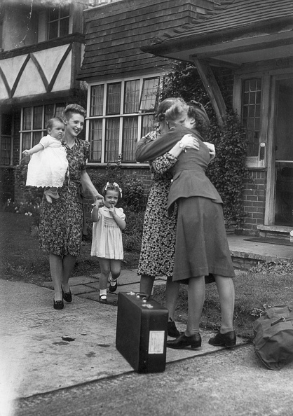 WAAF「Daughter Comes Home」:写真・画像(1)[壁紙.com]