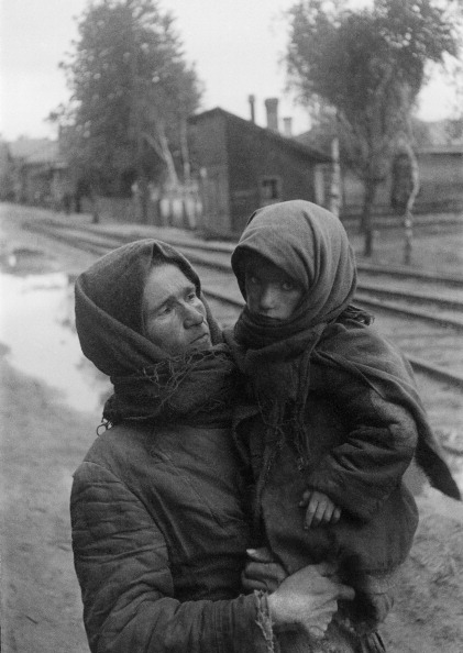 Social History「Woman With Child World War II」:写真・画像(7)[壁紙.com]