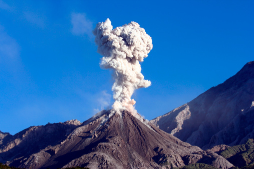 Active Volcano「December 12, 2005 - Eruption of ash cloud from Santiaguito dome complex, Santa Maria volcano, Guatemala.」:スマホ壁紙(3)
