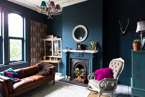 UK「Fashionable vintage styled living room」:スマホ壁紙(1)
