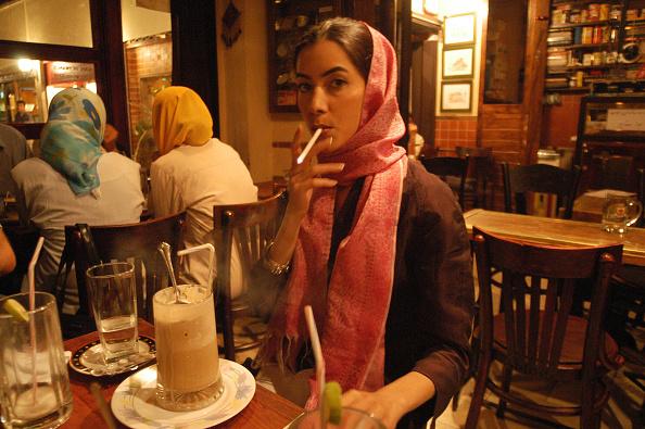 Cigarette「Female Smoker」:写真・画像(4)[壁紙.com]
