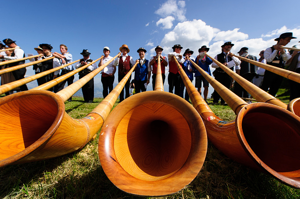 Switzerland「Alphorn Players Gather For Nendaz Festival」:写真・画像(0)[壁紙.com]