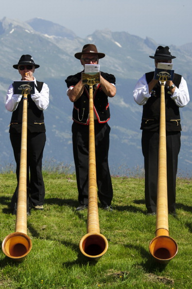 Switzerland「Alphorn Players Gather For Nendaz Festival」:写真・画像(2)[壁紙.com]