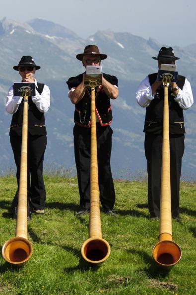 Switzerland「Alphorn Players Gather For Nendaz Festival」:写真・画像(16)[壁紙.com]