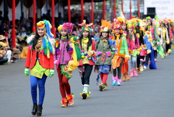 Octopus「Revellers Gather For Jember Fashion Carnival」:写真・画像(3)[壁紙.com]