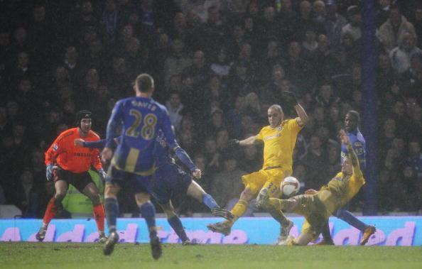 Alex Rodrigo Dias da Costa「Portsmouth v Chelsea - Premier League」:写真・画像(1)[壁紙.com]