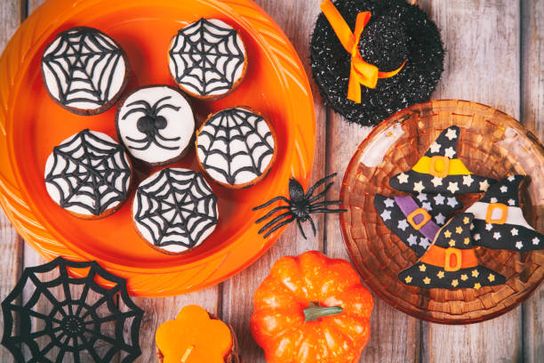 Halloween party with homemade gingerbread cookies on white rustic wooden table:スマホ壁紙(壁紙.com)