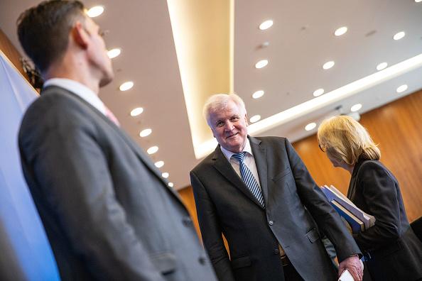 Strategy「Seehofer Present Master Plan For Migration Policy」:写真・画像(0)[壁紙.com]
