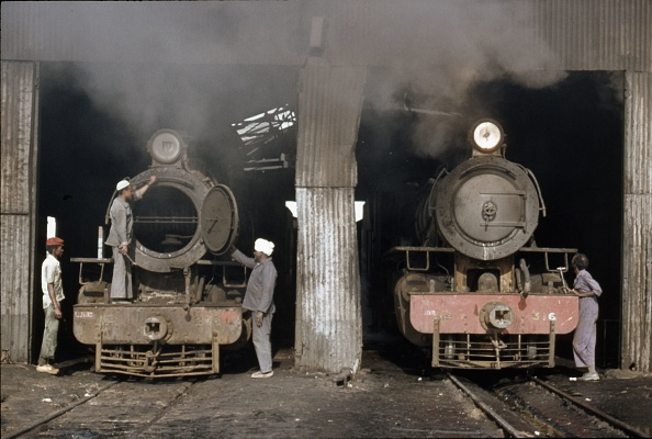 Finance and Economy「Sennar Junction depot in the Sudan with Mikado No. 316 in steam and Pacific No. 246 dead. Sunday 9th January 1983.」:写真・画像(1)[壁紙.com]