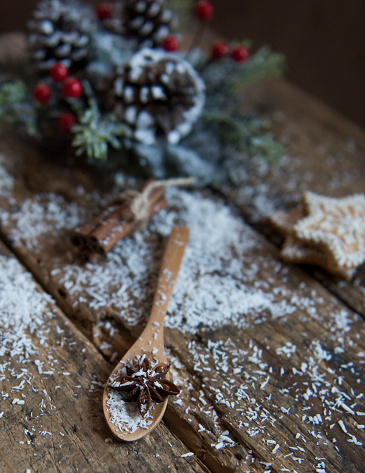 Star Anise「Wooden spoon with star anise, cinnamon and cookies」:スマホ壁紙(14)