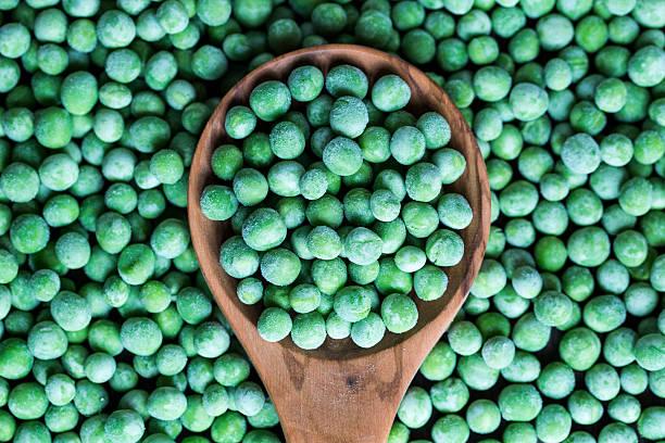Wooden spoon and frozen peas:スマホ壁紙(壁紙.com)