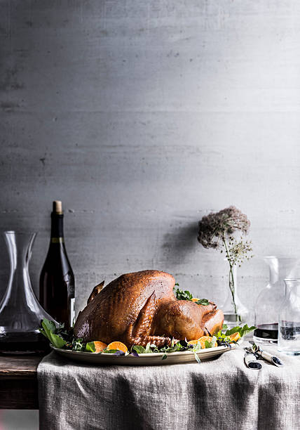 Carafe of wine on table with turkey:スマホ壁紙(壁紙.com)