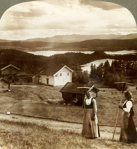 Chalet「Country Girls In Haying Time - Over Bolkesjo And Folsjo (Lakes) To Himingen Mts」:写真・画像(3)[壁紙.com]