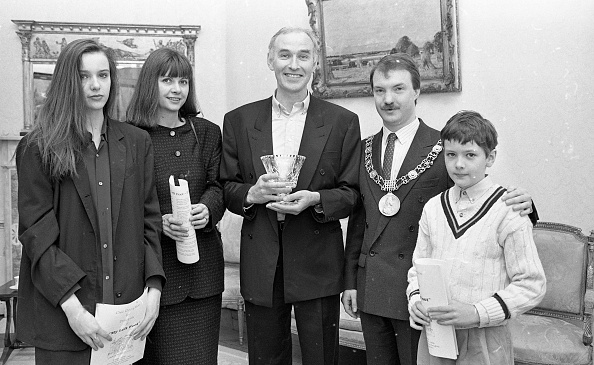 1990-1999「Shane Connaughton and Family with Sean Haughey 1990」:写真・画像(13)[壁紙.com]