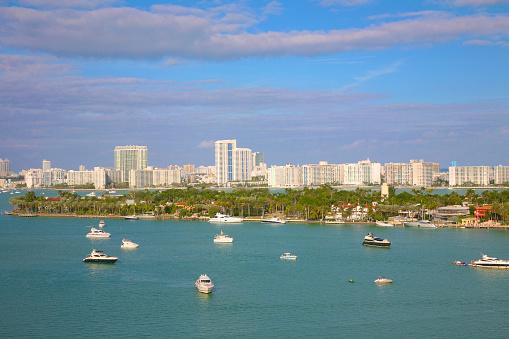 Miami Beach「Boats, bay and residential towers, Miami Beach」:スマホ壁紙(15)
