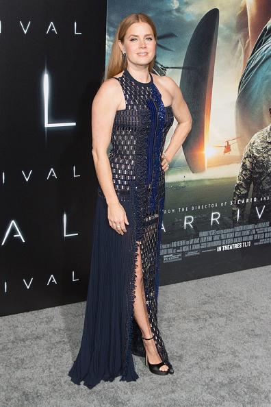 "Regency Style「Premiere Of Paramount Pictures' ""Arrival"" - Arrivals」:写真・画像(11)[壁紙.com]"