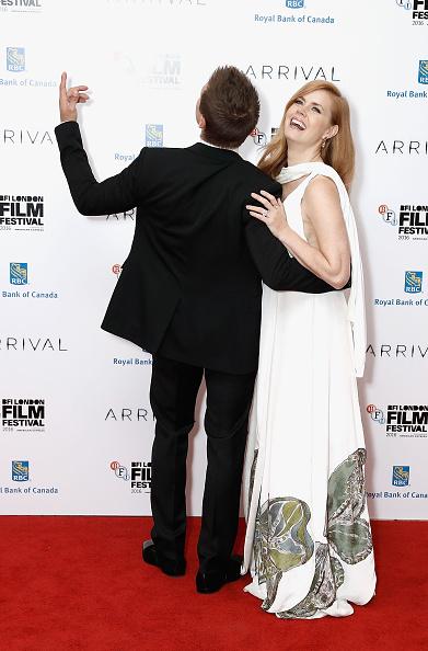 Black Suit「'Arrival' - Royal Bank Of Canada Gala - 60th BFI London Film Festival」:写真・画像(15)[壁紙.com]