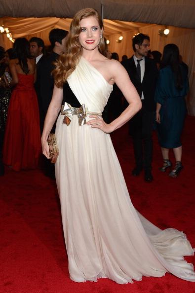 "Gold Purse「""Schiaparelli And Prada: Impossible Conversations"" Costume Institute Gala」:写真・画像(17)[壁紙.com]"