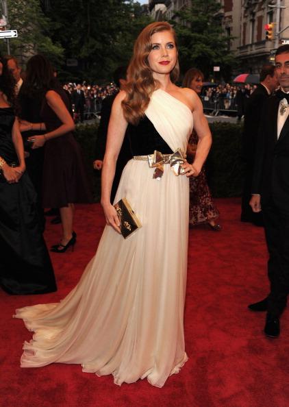 "Gold Purse「""Schiaparelli And Prada: Impossible Conversations"" Costume Institute Gala」:写真・画像(19)[壁紙.com]"