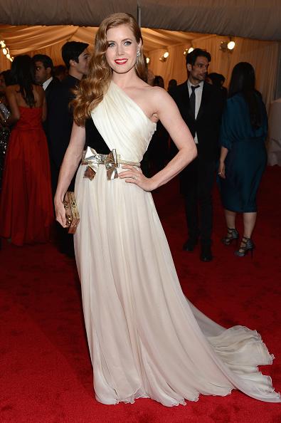 "Gold Purse「""Schiaparelli And Prada: Impossible Conversations"" Costume Institute Gala」:写真・画像(10)[壁紙.com]"