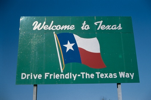 "Patriotism「""This is a road sign that says, Welcome to Texas, drive friendly, the Texas way. It is against a blue sky with he Texas state flag in the center.""」:スマホ壁紙(4)"