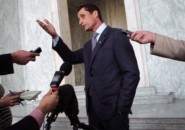 Alex Wong「Rep. Andrew Weiner Speaks To Media In Wake Of Twitter Scandal」:写真・画像(5)[壁紙.com]