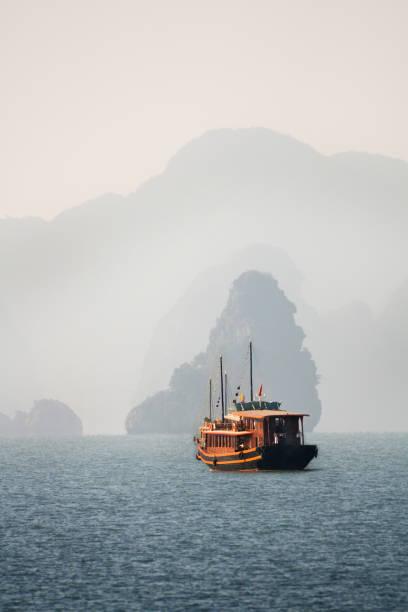 Halong Bay Tour:スマホ壁紙(壁紙.com)
