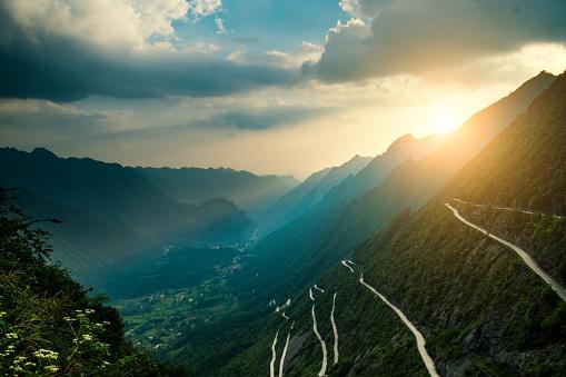Awe「Curve road in mountains」:スマホ壁紙(6)