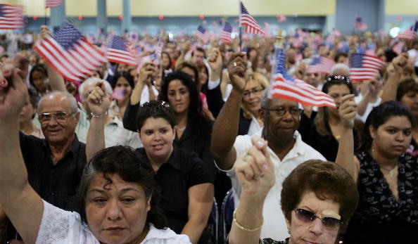 New「New U.S. Citizens Sworn In On Flag Day」:写真・画像(17)[壁紙.com]